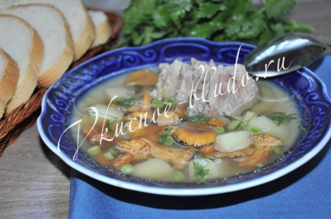 Грибной суп с лисичками и свиными рёбрышками
